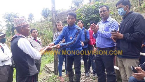 प्राकृतिक प्रकोप पिडितलाई एम एन ओ  तनहुँ द्वारा  सहयोग
